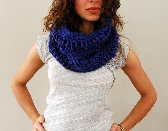 Как называются вязаные шарфы через голову